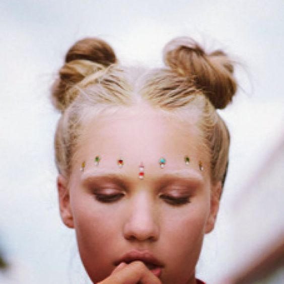 Very beautiful ... Sure Bindi is THE new Coachella accessory !: