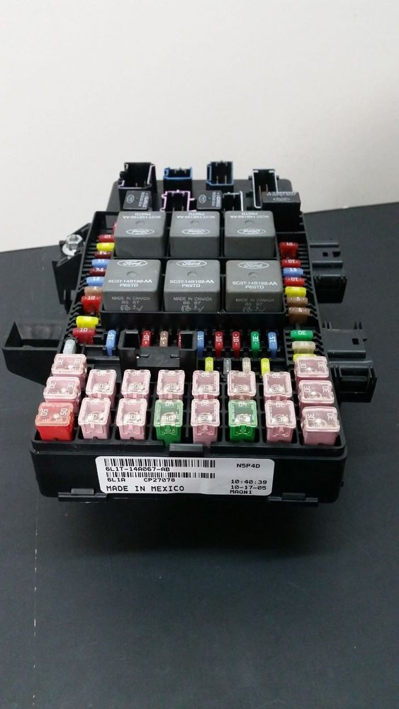 03 06 Ford Expedition Navigator Oem Fuse Box Relay Panel 6l1t 14a067 Ab Fordtruck Fuse Box Ford Expedition Ebay Cars