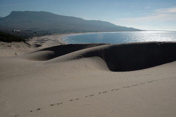 Playa Bolonia - http://www.turistasenviaje.com/en-la-playa/playa-bolonia/ La famosa Playa Bolonia que con su longitud de 3.000 metros, irradia esplendor a los visitantes sean pobladores de la región o turistas extranjeros. Podemos encontrarla en Andalucía, territorio perteneciente a España, específicamente en el término municipal de Tarifa. Limita en el este por punta ...