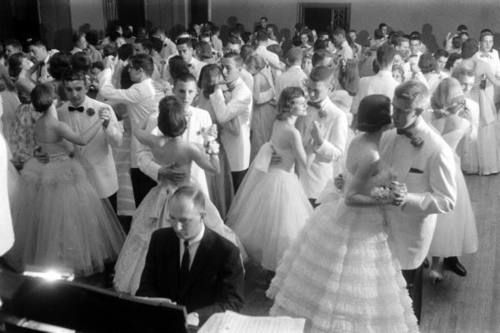 '60's prom ♥  White jackets were in for the men and for weddings too !