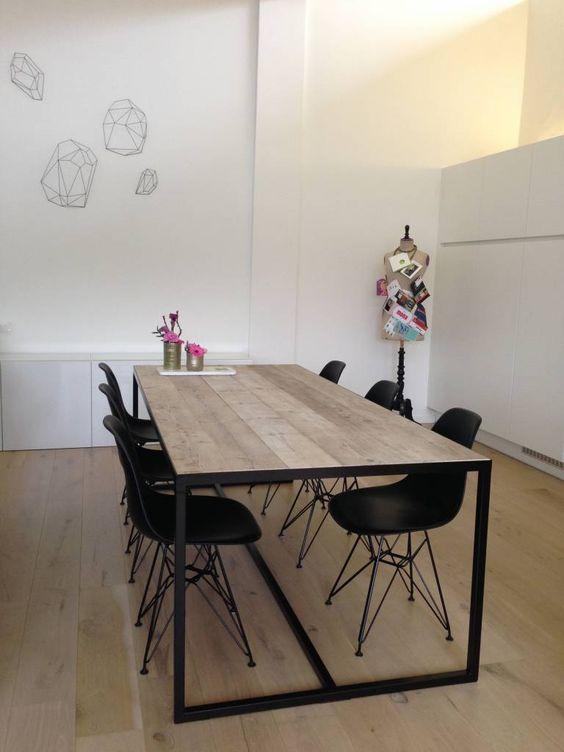 PURE+wood+design+Tisch+mit+eingelegter+tischplatte+und+untergestell+aus+Stahl