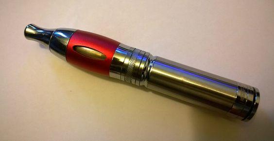 Multi-Tank S3 Red  Premier clearomizer à 3 réservoirs au monde conçu par ennova corporation.  http://ennova-corp.com/produits.html