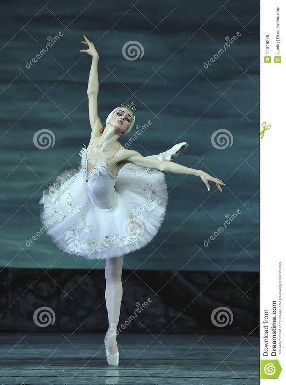El ballet del lago swan se realizó por el ballet real ruso Foto editorial