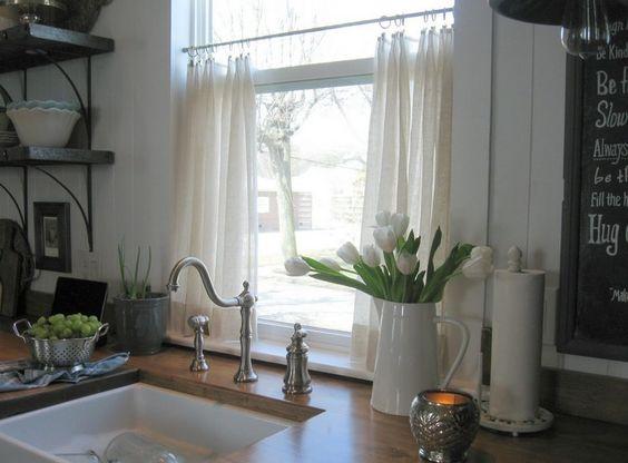 55 rideaux de cuisine et stores pour habiller les. Black Bedroom Furniture Sets. Home Design Ideas