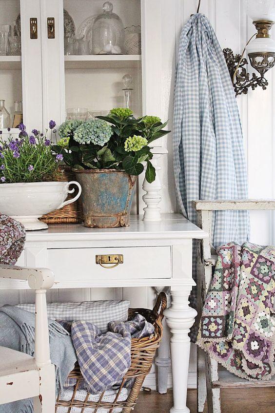 Vårlig ,lyst og blått i stuen !