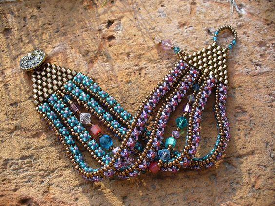 http://bijoumadame.blogspot.co.uk/search/label/karkötők?updated-max=2007-09-08T17:29:00+02:00