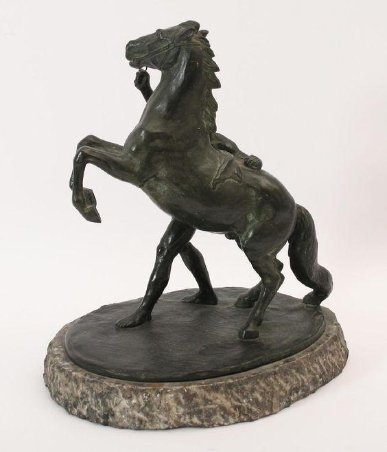 Henning Horzetzky, nach (* Straßburg 1889)  Bronze mit brauner Patina auf mitgegossener Plinthe, signiert