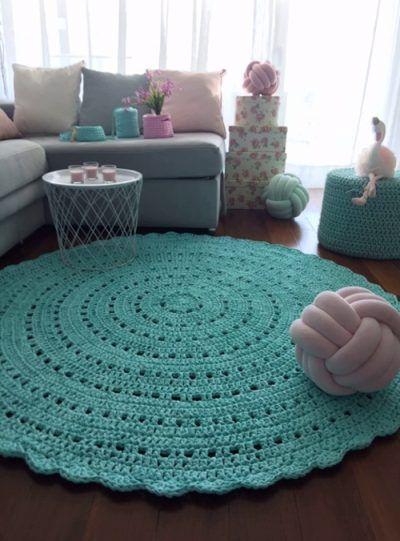 100% hand made trapillo carpet. Size 1.40 cm. x 80 cm