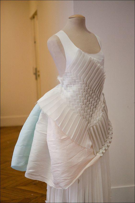 Origami fashion fabric manipulation for fashion design for Fashion fabrics