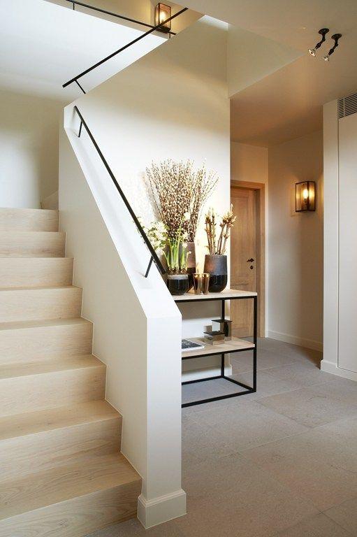 Complete vernieuwing van inkom en bovenverdieping for Interieur architect