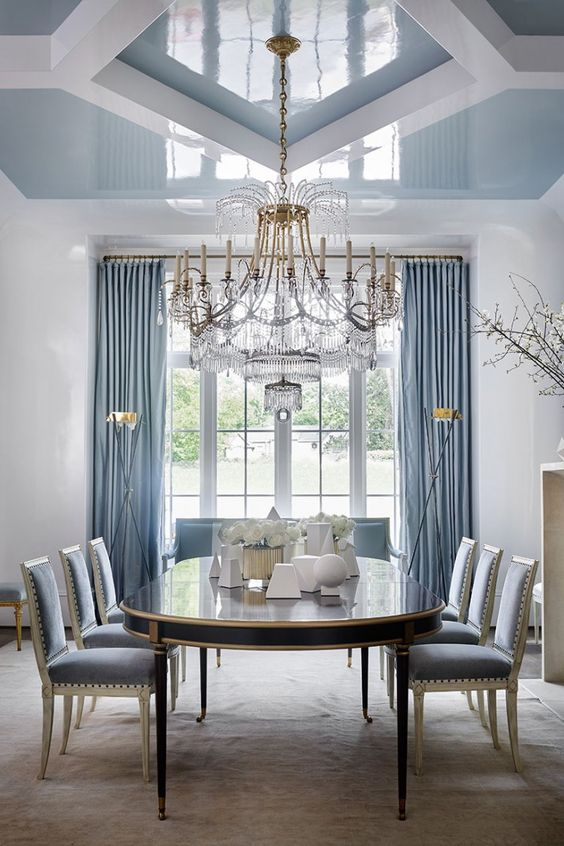 Elegant traditional and formal blue dining room by Suzanne Kasler. Beautiful Classically Refined Rooms on Hello Lovely Studio.