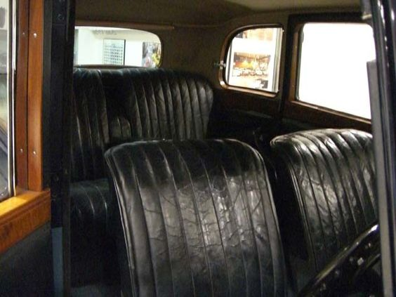 DAIMLER E20 SALOON - AÑO 1936 - 2.548 CC., 6 CILINDROS, 19 HP, CAMBIO MANUAL 4 VELOCIDADES CON PRE-SELECTOR WILSON, INTERIOR EN MADERA, TAPICERÍA DE CUERO, 5 PLAZAS, SEDÁN 3 VENTANAS LATERALES, RUEDAS DE RADIOS, TECHO SOLAR, MUY EXCLUSIVO, SÓLO 873 UNIDADES FABRICADAS, MUY BUEN ESTADO, MUY ORIGINAL, NECESITA ALGUNA MEJORA POR PERÍODO INACTIVO, MATRÍCULA HISTÓRICA, ITV CADA 5 AÑOS, DOCUMENTACIÓN e ITV AL DÍA. PRECIO: 18.000.- €  + INFO…