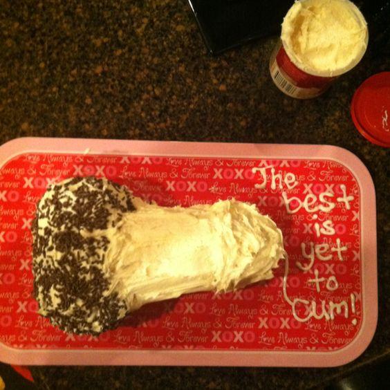 Bachelorette cake! Hahahahahahahahaha sooooo funny I so want to make this for melisa!
