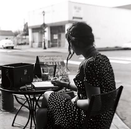 I hope I look this lovely when I'm seen writing at a café. *fingers crossed*
