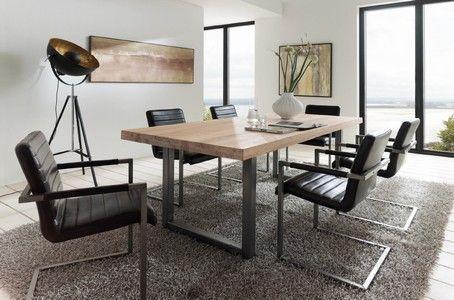 Tisch aus alter Eiche mit Rohstahl Tischgestell. Auch andere tolle Industrial Design Möbel