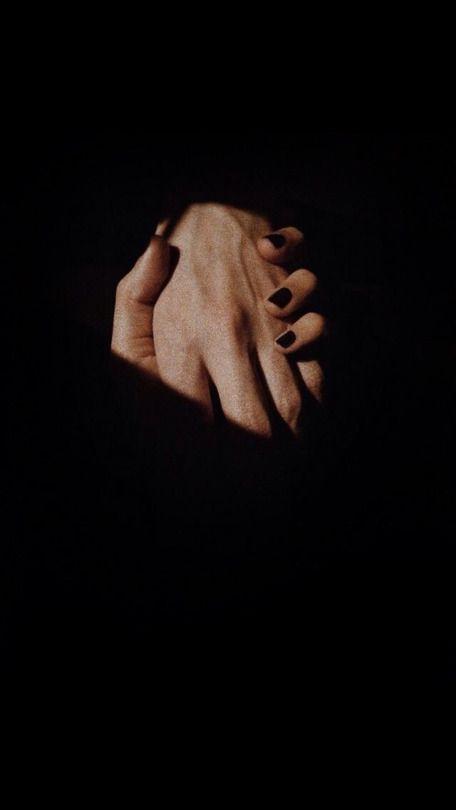 In rarissimi casi, due persone si incontrano e anche se si dividono materialmente per qualsiasi ragione, restano incollate con la pelle e con i pensieri per sempre. Sono insieme la molla che scatta...