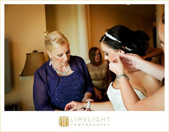 Limelight Photography, Wedding Photography, Avila Golf and Country Club, Bride Getting Ready, www.stepintothelimelight.com