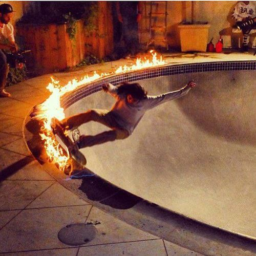 Smoking hot skateboarding! ;-)