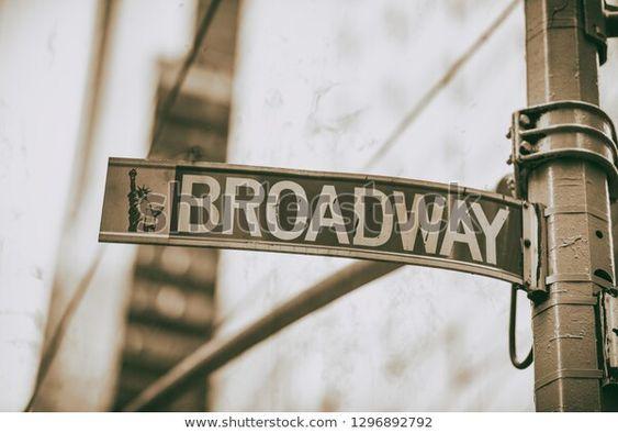 Foto de stock sobre Broadway Street Sign Manhattan (editar ahora) 1296892792
