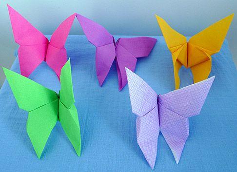 Pliage de serviette de table en forme de papillon, réaliser un papillon avec une serviette en papier , l'art du pliage de serviettes de table, decoration de table, recettes de cuisine et traditions en Europe. Information et Tourisme Européen.