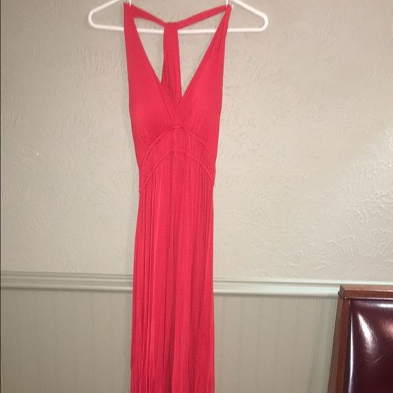 Red maxi dress Long red dress, padded bra built in, great for the beach or summer! Forever 21 Dresses Maxi