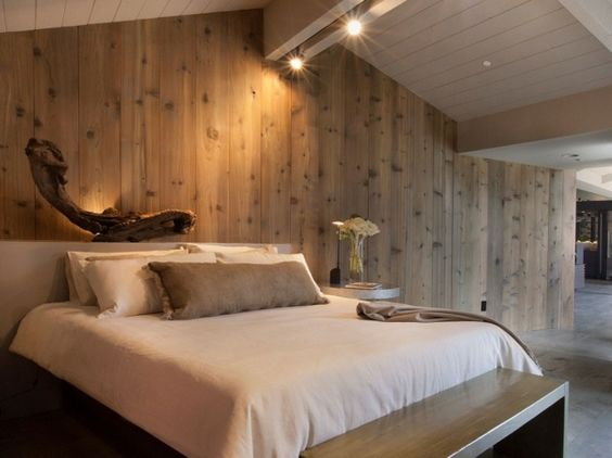 Haus Satteldach Dachgeschoss Schlafzimmer einrichten Holzwand