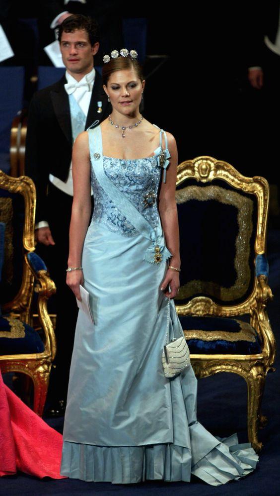 a sky blue silk satin dress, also from Lars Wallin
