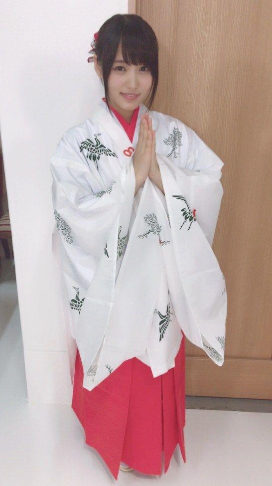 巫女さん衣装の菅井友香