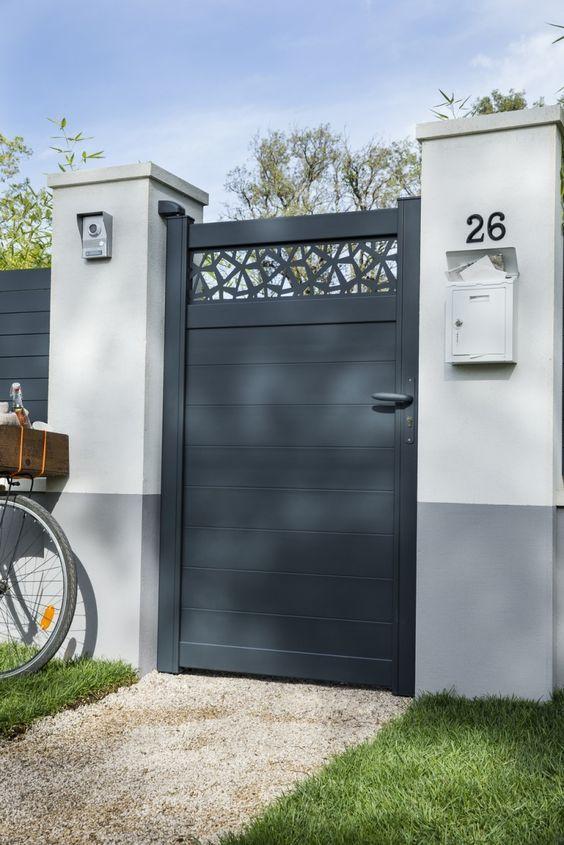 Un Portillon Design Avec Son Visiophone Pour La Securite Diseno De Porton Principal Entradas De Casas Rejas Para Casas