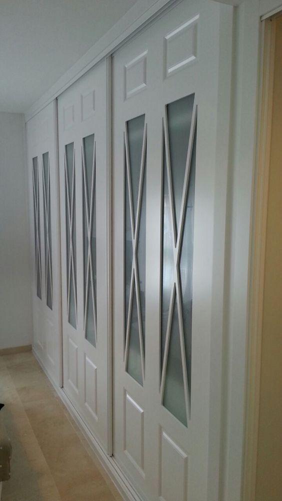Espectacular frente de armario lacado en blanco con aspas for Puertas correderas sevilla