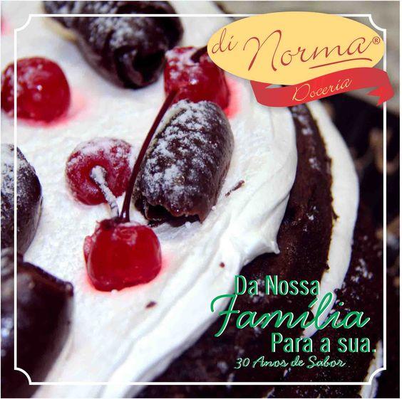 Bolo Naked Floresta: Pão de ló de chocolate recheado e com suave creme de chantilly e pedaços de cereja em calda. #DiNorma #love #cake