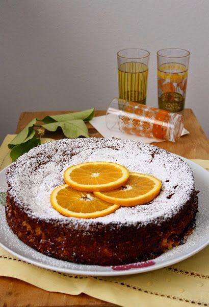Pastel árabe de Naranja / 2 naranjas de piel fina, 190gr de almendras molidas, 330gr de azúcar, 6 huevos, 2 cucharaditas (café) de levadura, 1 poco de sal, 2 cucharadas soperas de esencia de azahar y cucharada sopera de miel de flores.