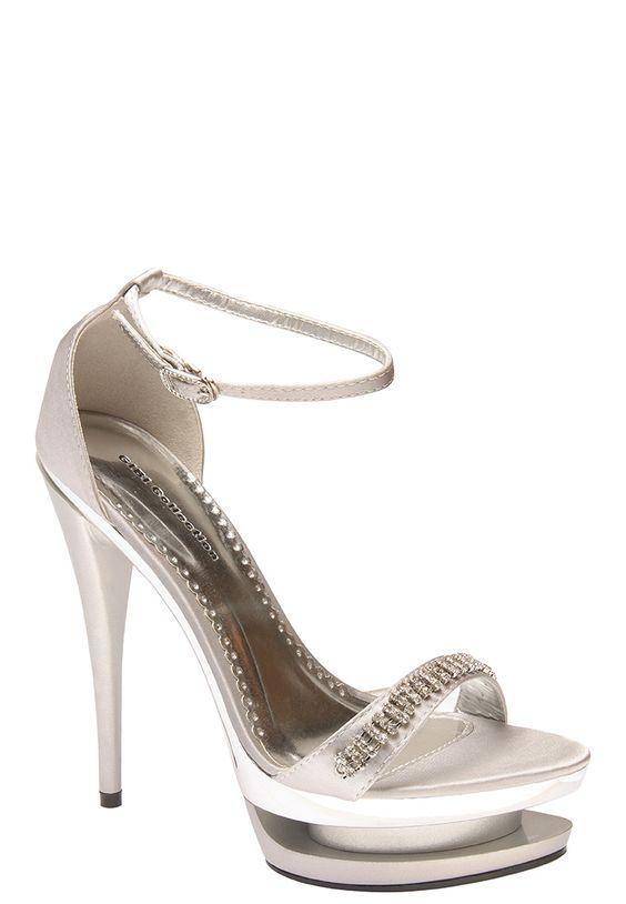 GIBI  http://www.zalora.com.ph/Slenda---Heel-Sandals-68312.html