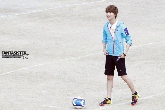 Taemin playing some ball