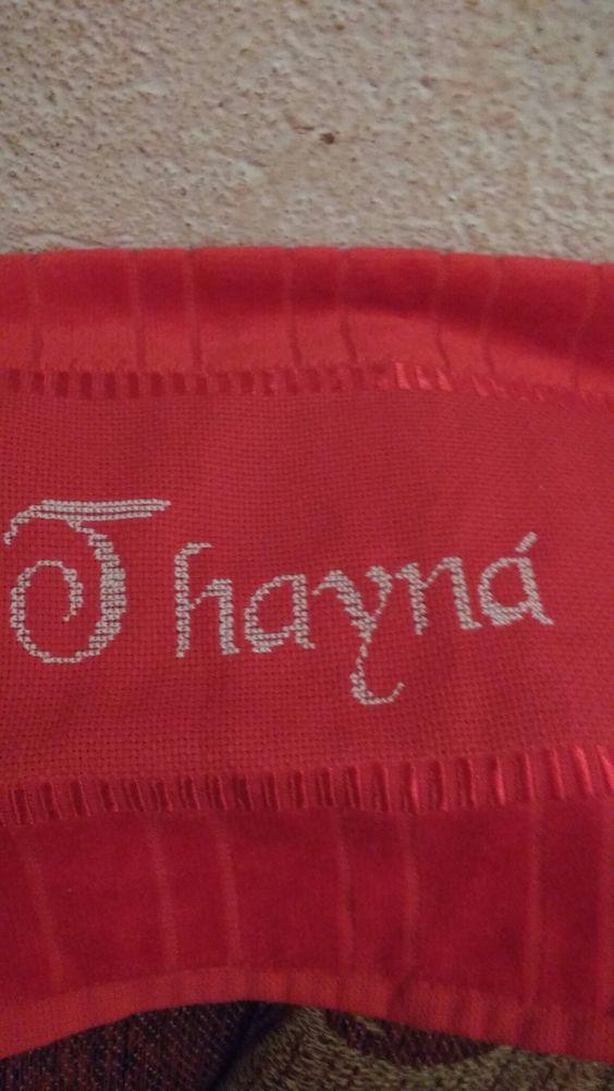 Toalhinha bordada em ponto cruz parA minha afilhada Thayna