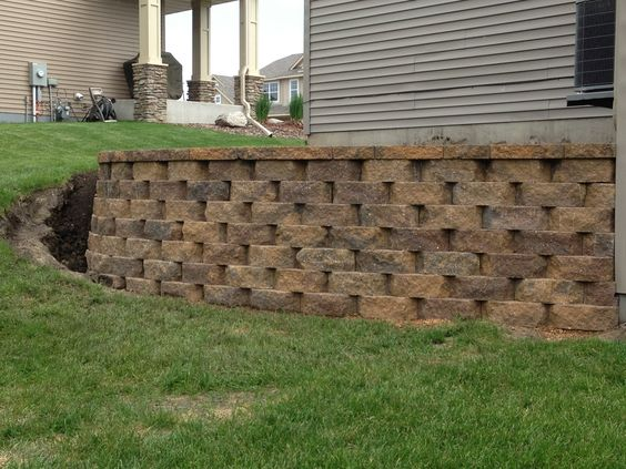 Landscape Blocks On A Slope : Turn a steep slope into beautiful retaining wall would