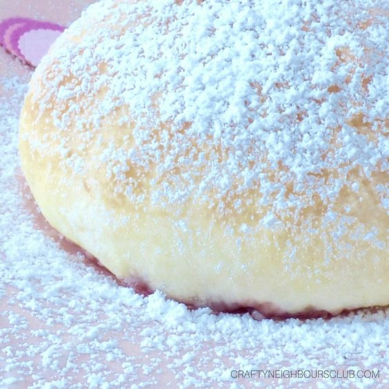 Berliner, Krapfen, Pfannkuchen, Ballen...es gibt so viele Worte für das köstliche Wintergebäck! Unser Rezept kommt direkt aus dem Ofen zu euch, ganz ohne Frittieren! Schaut unbedingt im Blog vorbei und sichert euch diese Rezeptidee!