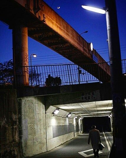 #twilight #eveningview #magichour #tunnel #blue #streetlamp #street #snap #snapshot #streetlight #footbridge #夕景 #スナップ #トンネル #歩道橋 #街灯 #35mmf2 #photographer #photographers #osaka #japan #tumblr #tumblrgram #tumblrphoto