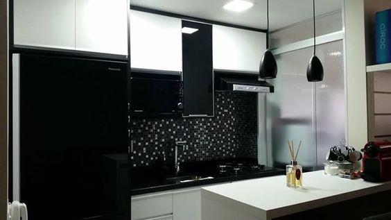 Geladeira preta, armários brancos  Cozinhas  Pinterest # Cozinha Pequena Com Geladeira Preta