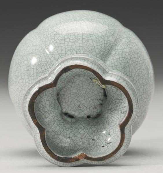 vase ||| sotheby's n09192lot7hwjnfr
