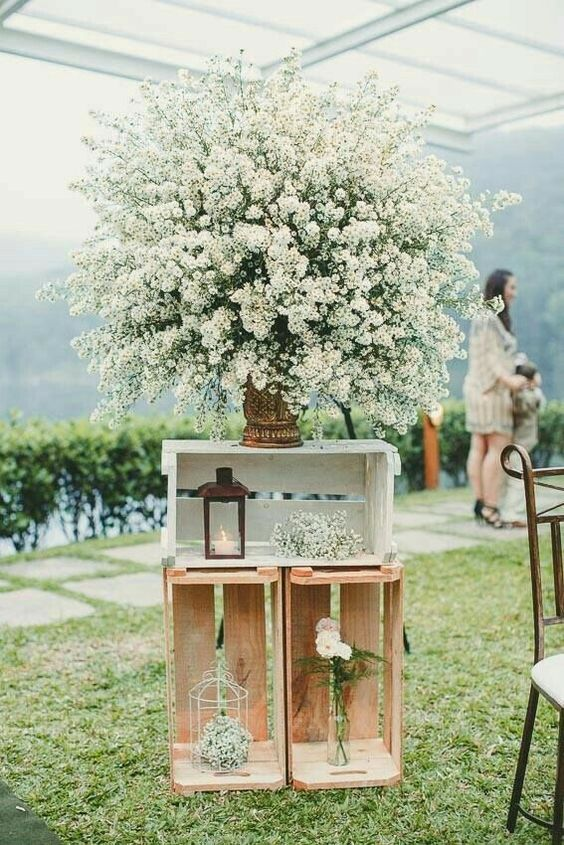 Inspirações para casamento ao ar livre: caixotes e mosquitinho