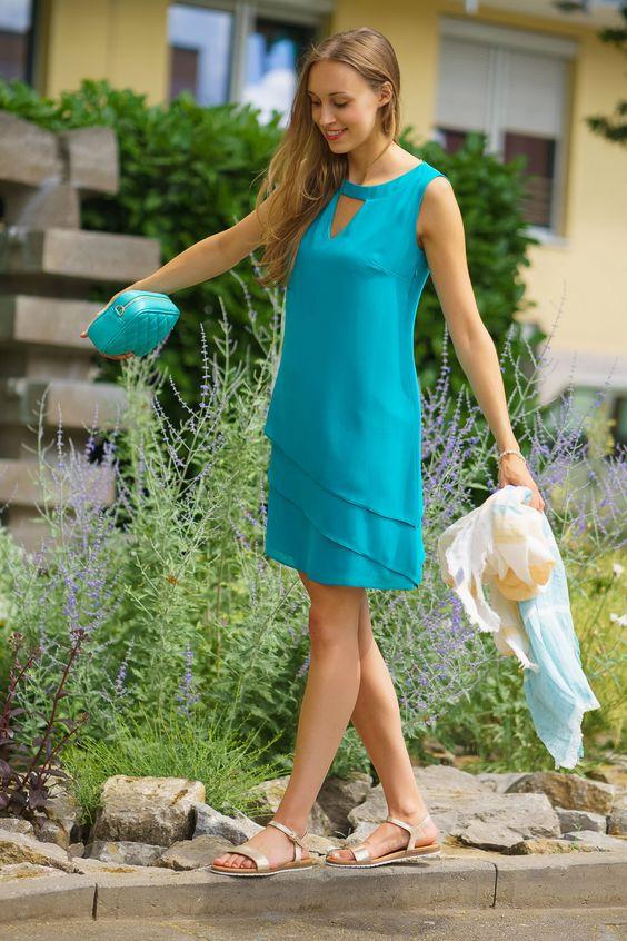 Es ist Sommer und wir wollen Farbe sehen! 😍❤☀ Unser süßes Kleid von Le Group bekommst du bei uns in vielen leuchtenden Farben. Absolut perfekt für deinen Abschlussball, die nächste Hochzeit oder ein romantisches Dinner. ;-)