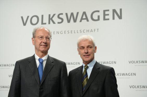 """Sie sprechen von einer """"existenzbedrohenden Krise"""", doch auf ihren Bonus wollen die VW-Vorstände nach SPIEGEL-Informationen nicht verzichten. Aufsichtsratschef Pötsch ließ sich den Wechsel ins Kontrollgremium besonders teuer bezahlen."""