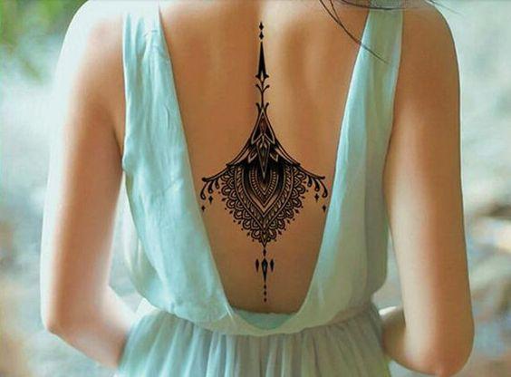 Sexy tatuaje de espalda tatuaje negro ornamento por TattooCrush