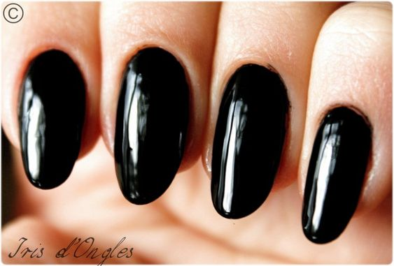 ongles en amande noir recherche google nail lacquer pinterest manucure ongles et maquillage. Black Bedroom Furniture Sets. Home Design Ideas