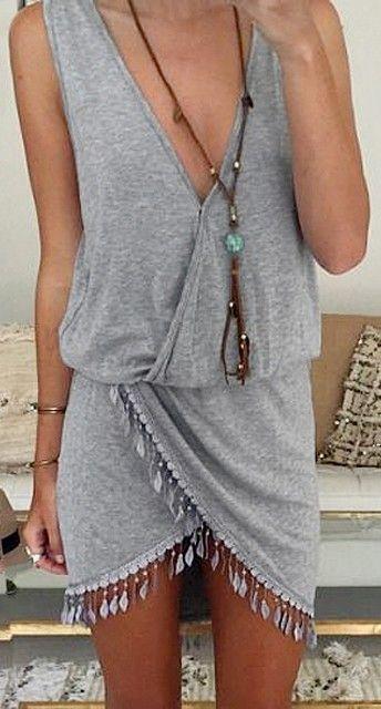 Que fresco y sexy vestido gris..                                                                                                                                                                                 Más