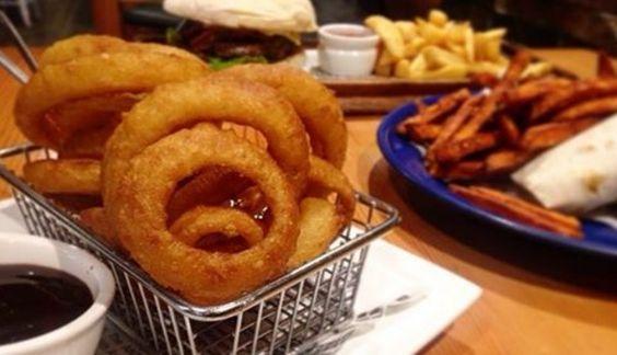 Les onion rings, ou beignets d'oignons en français, sont très consommés dans les pays anglo-saxons, en particulier aux Etats-Unis, au Canada, en Australie et au Royaume-Uni. Il s'agit d…