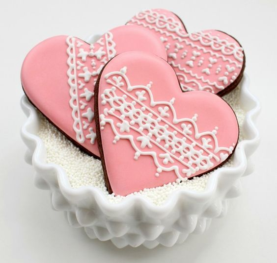 How to pipe intricate lace designs on cookies from Callye @ Sweet Sugar Belle