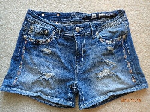 Miss Me Womens Distressed Mid-Rise Shorts