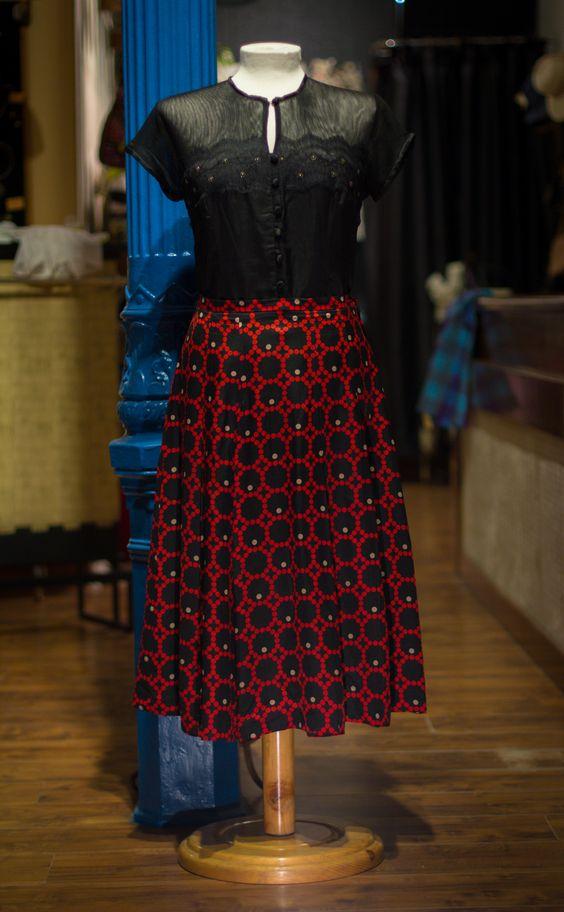 falda y blusa, talla 44